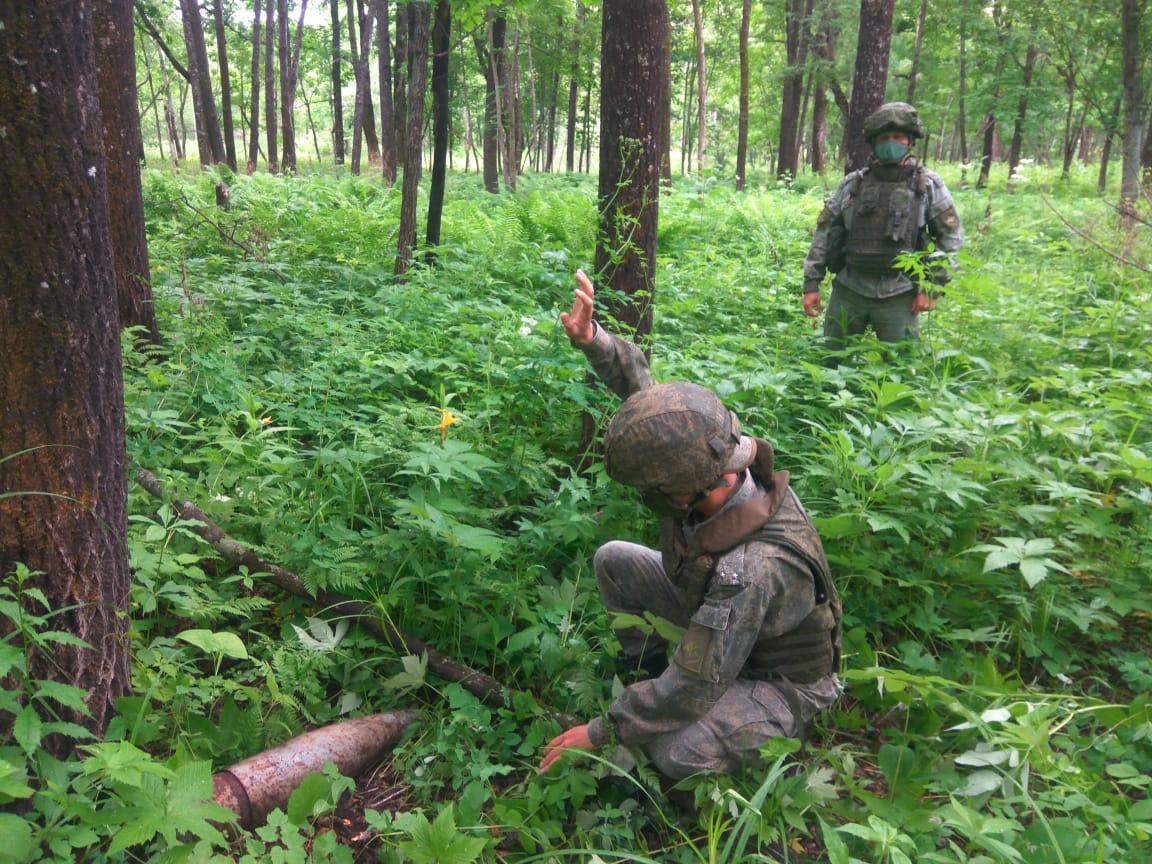 В округе сгоревших в 90-х артскладов у пос. Бира Облученского района продолжают находить боевые снаряды