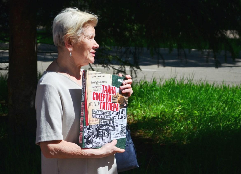 «Гитлер точно капут»: областное УФСБ передало в научную библиотеку книгу с рассекреченными архивными документами советских спецслужб о смерти фюрера
