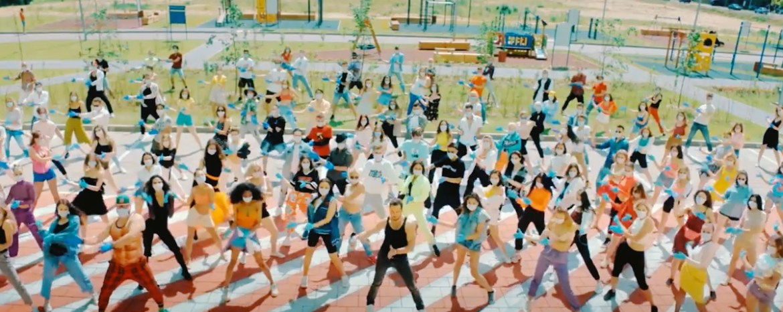 Артур Пирожков танцует в новом видео «Перетанцуй меня»