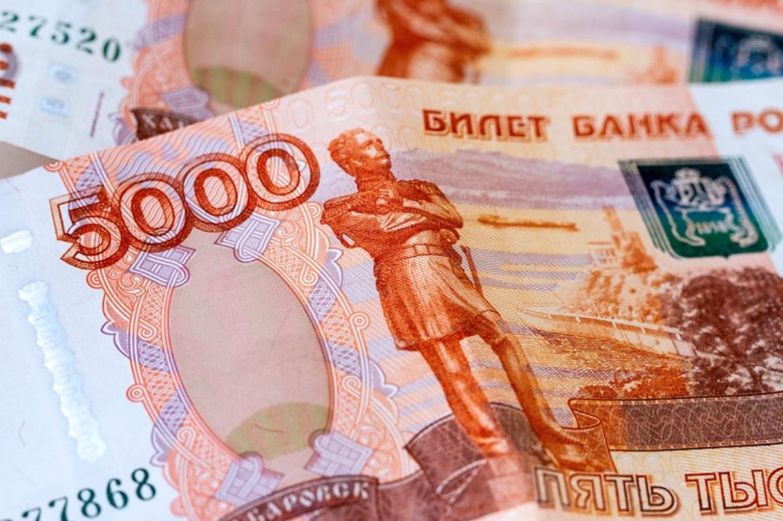 «Алло, полиция? У нас проблема»: биробиджанец пришел в банк с фальшивой пятитысячной купюрой