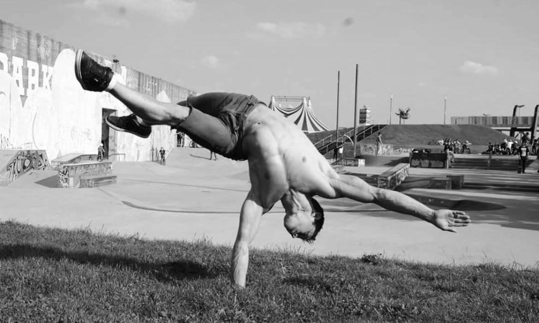 Павел Ангелюк уехал из Биробиджана, стал артистом цирка «Cirque du Soleil» и теперь живет в Лас-Вегасе