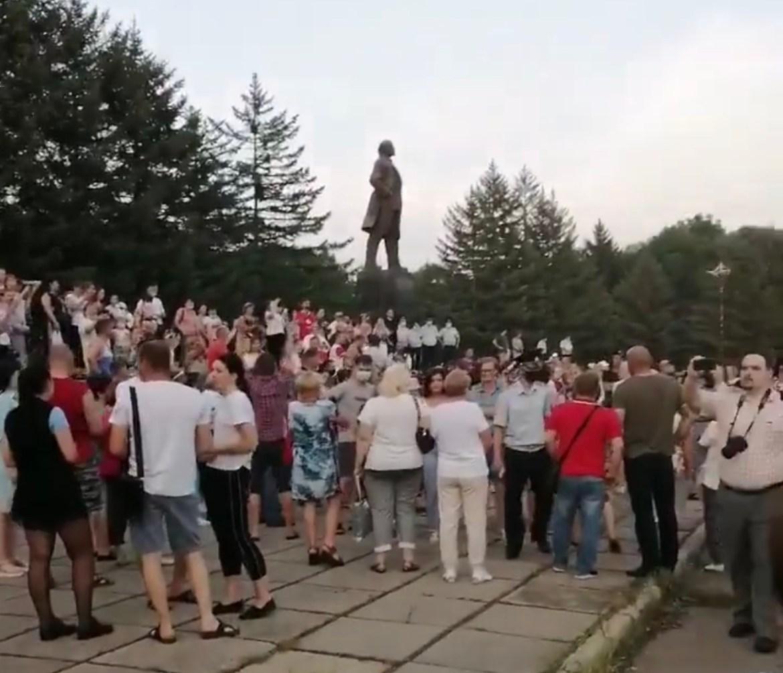 Несколько сотен биробиджанцев вышли на несанкционированную акцию в поддержку Сергея Фургала