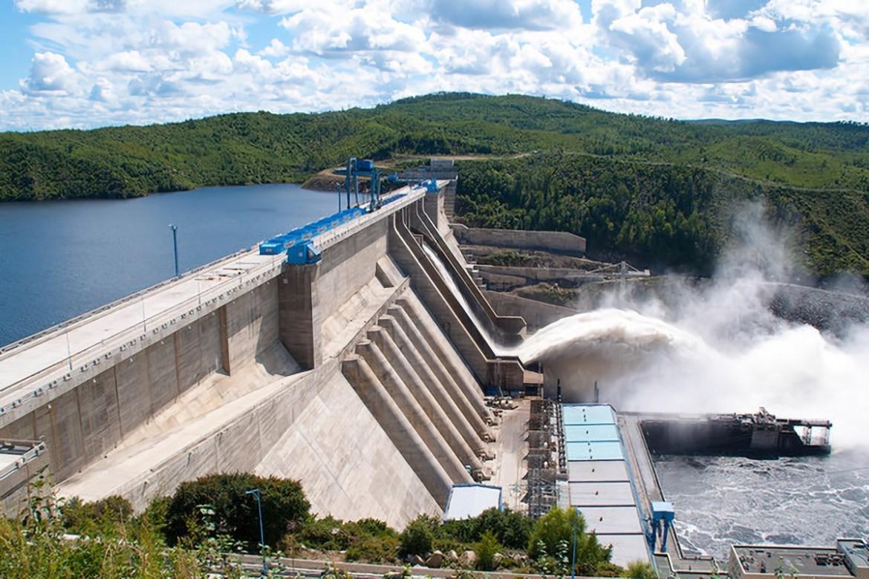На Бурейской ГЭС начали сбрасывать воду