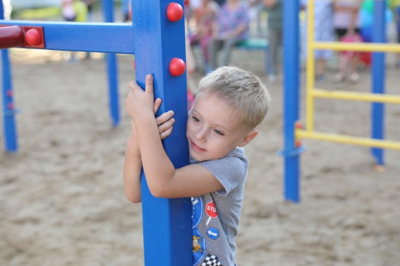 В селе Птичник на улице Мирная открыли новую детскую площадку за 1,2 миллиона рублей