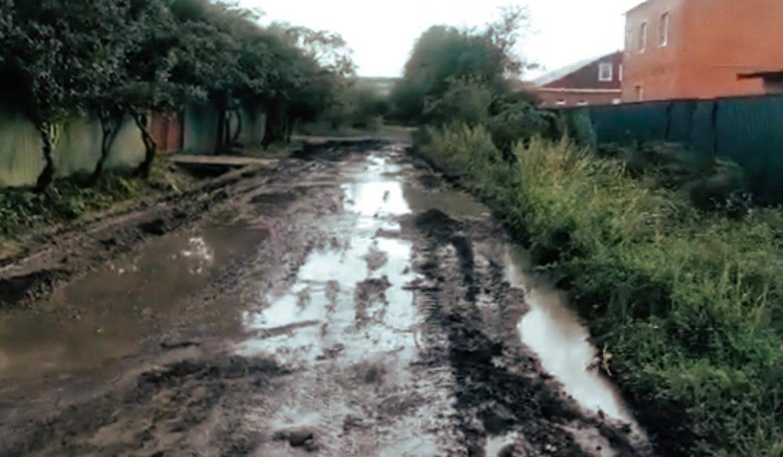 Жители поселка Приамурский удивлены дорогой, по которой детям предстоит идти в школу