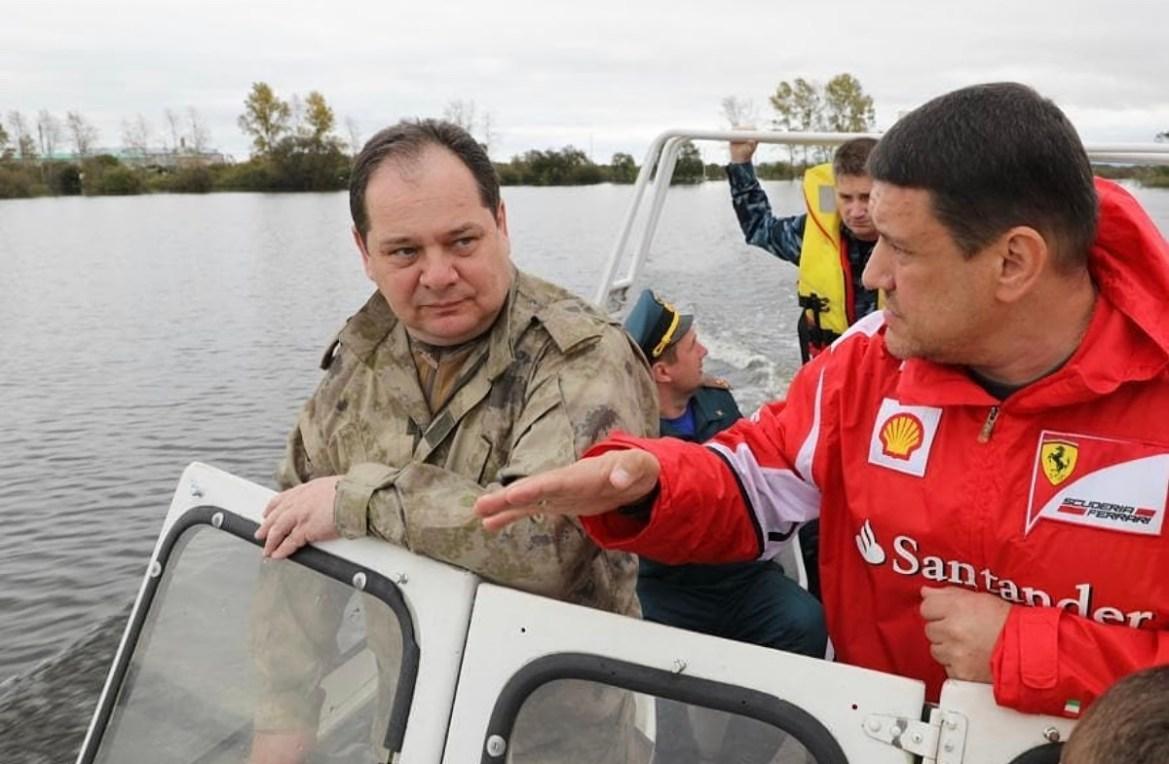 «Шеф, мож чуть прибавить?»:  Ростислав Гольдштейн поддал газку на катере в Ленинском районе (ВИДЕО)