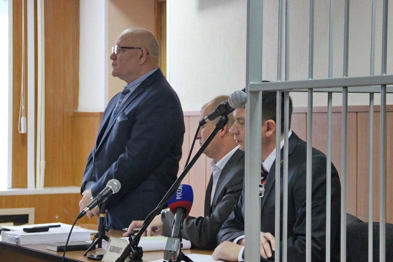 В Биробиджане продолжается рассмотрение в суде уголовного дела в отношении экс-губернатора Винникова