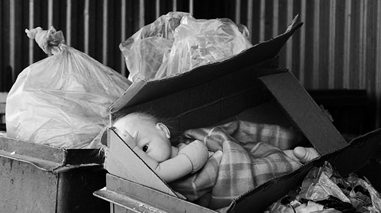 В Хабаровске в мусорном контейнере нашли тело новорожденного