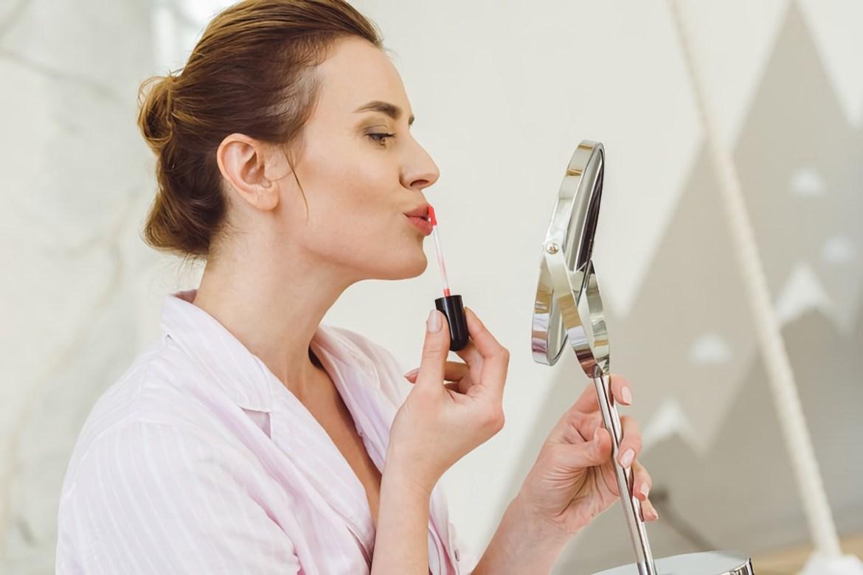 Можно ли красить губы помадой, пить, есть и жевать жевательную резинку перед сдачей тестов на коронавирус?