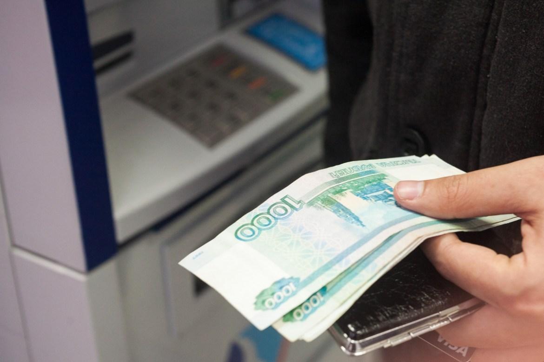 Директор МУПа в Амурзете за счет средств, получаемых от коммунальных платежей, незаконно повысил себе зарплату