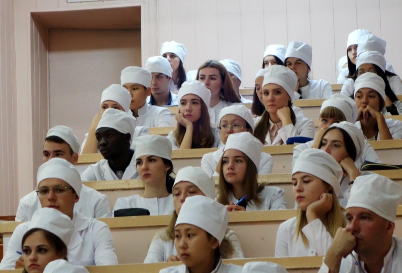 В медицинских ВУЗах ДФО в этом году безвозмездно начнут учиться 50 выпускников школ ЕАО