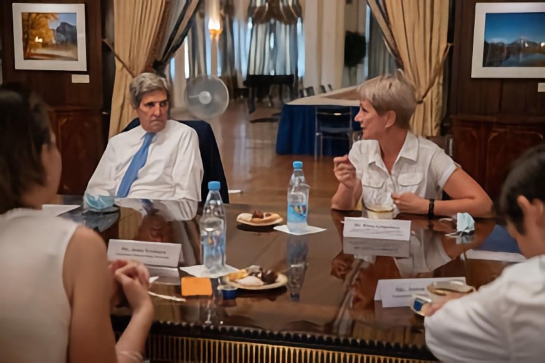 Сотрудница ИКАРП ДВО РАН из ЕАО встретилась с бывшим госсекретарем США Джоном Керри