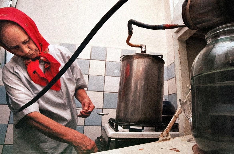 В ЕАО пенсионерка-самогонщица продала 0,5 л. и раскрутилась на крупный штраф