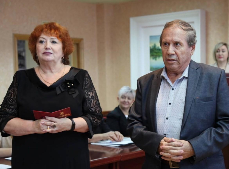 Избранным депутатам Заксобрания ЕАО вручили депутатские удостоверения