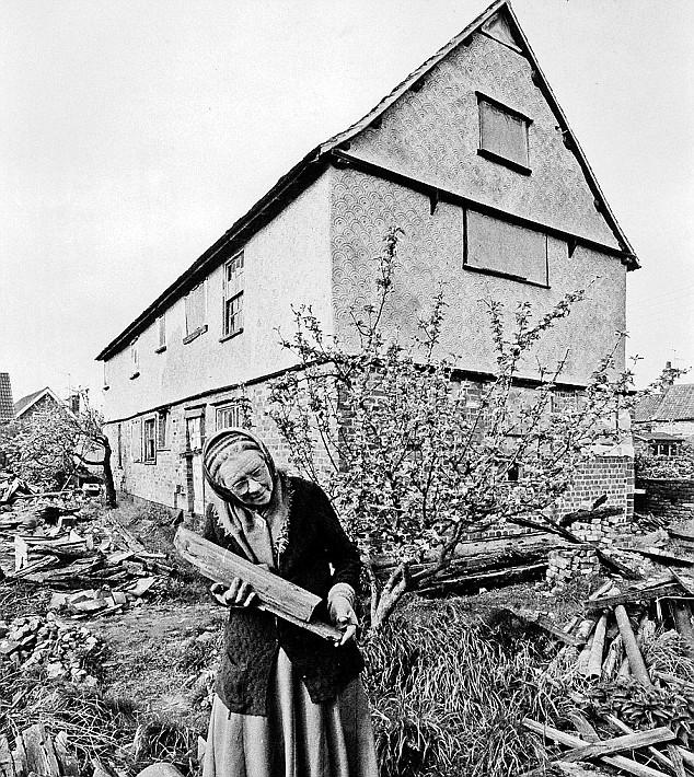 May durante el desmontaje de su casa original