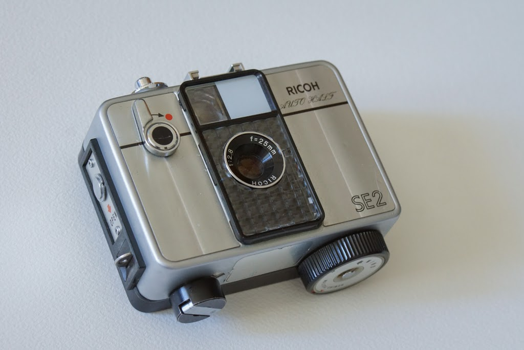 RICOHオートハーフのコンパクトなサイズ感を見てよ #カメラ買い増した