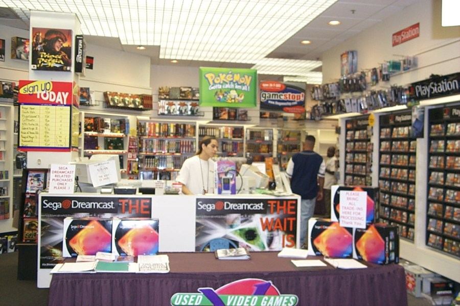game store dreamcast launch day