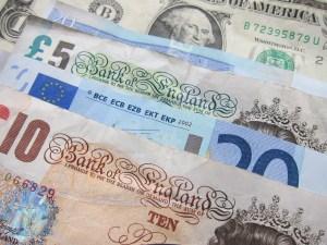 co wpływa na ceny walut