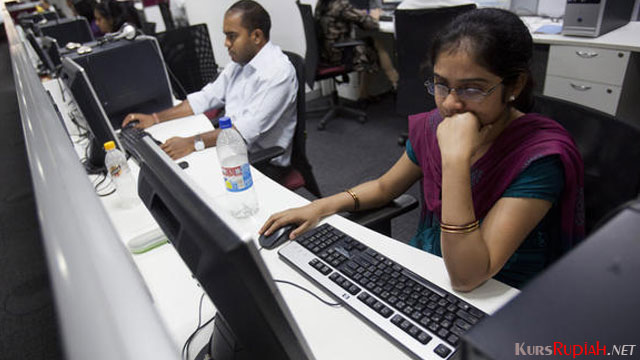 Employees work on their computer terminals in Bangalore, India - asia.nikkei.com