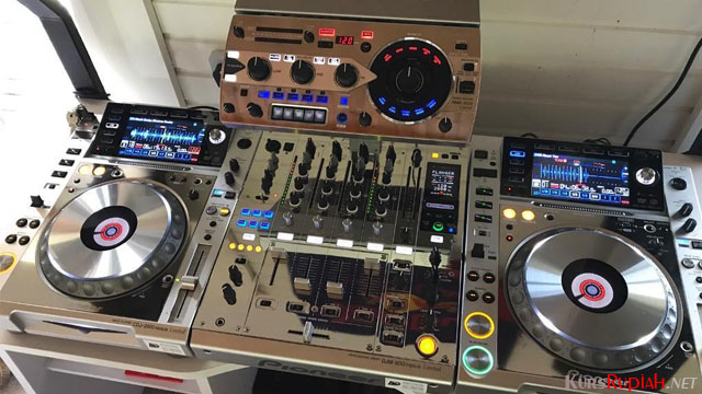 Pioneer CDJ 2000 Nexus - www.gumtree.com