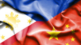Ilustrasi: bendera Filipina & China (sumber: dotproperty.com)
