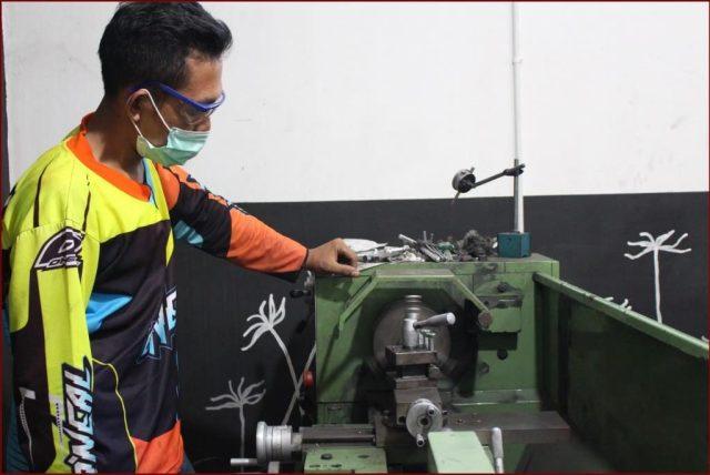 Belajar Operasikan Mesin Bubut untuk Korter Motor