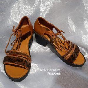Sepatu sandal kulit motif leopart