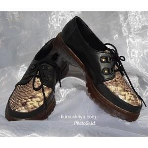 Sepatu kulit model docmart motif phyton