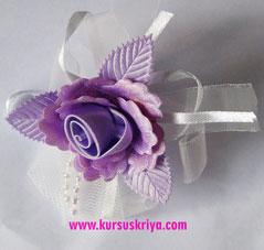 Korsase pita lila dengan mote