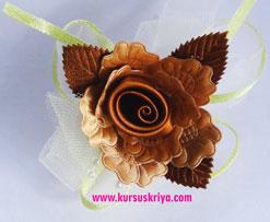 Korsase bunga coklat daun coklat pita mote