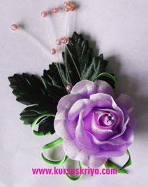 Korsase mawar lila daun beludru