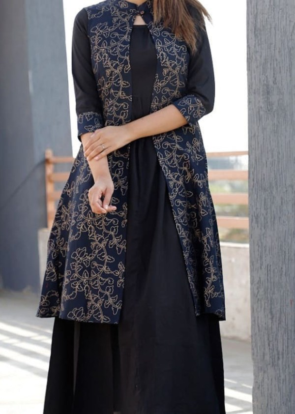 Black kurti with shrug in rayon fabric