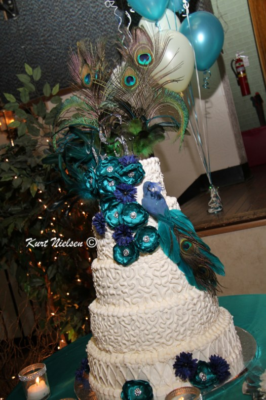 Peacock feathers on Wedding Cake