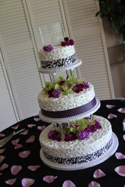 black and white tiered wedding cake