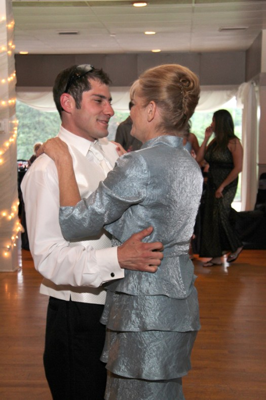 Mother-Son dance with the groom