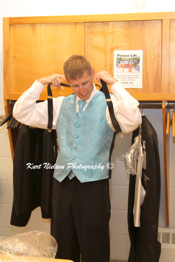 groomsmen getting ready pictures