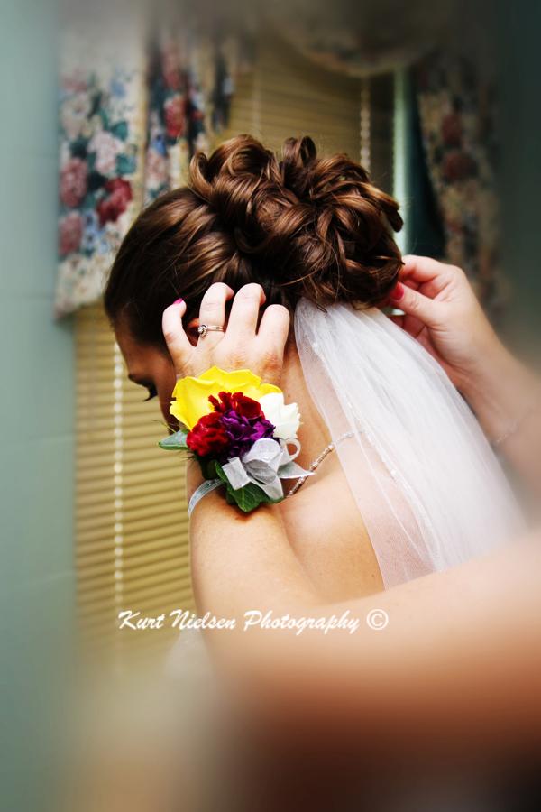 attaching wedding veil to bride's hair