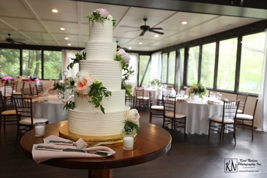 garden-inspired wedding cake from Luna Bakery