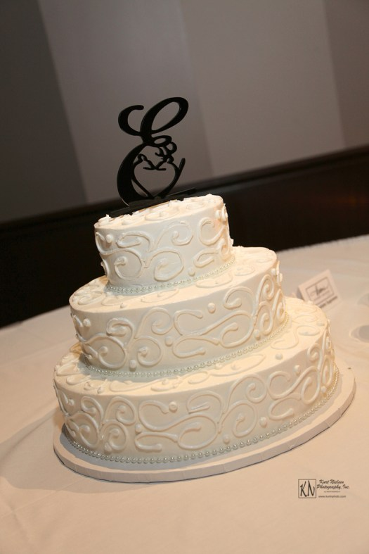 classic wedding cake from Eston's Bakery