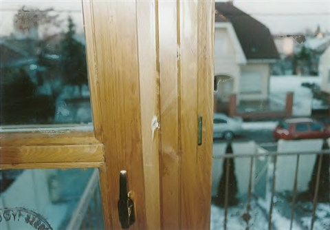 A belövés helye Hiller István lakásának ablakán
