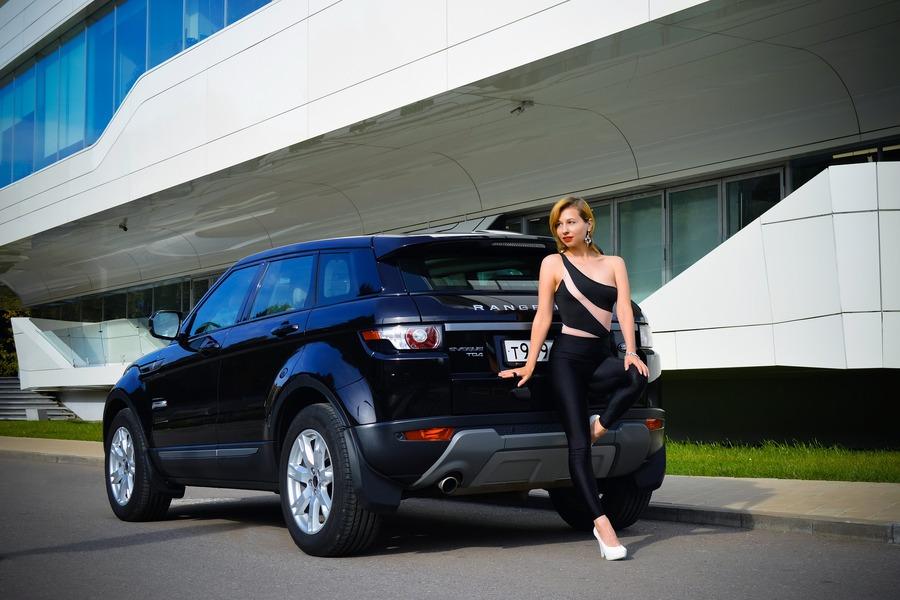20代女子が憧れる人気の普通車おすすめ5選!20代女子が普通車を選ぶときのポイントを解説!