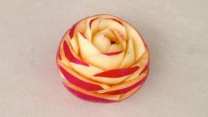 Apple mengiris dengan indah: Rose