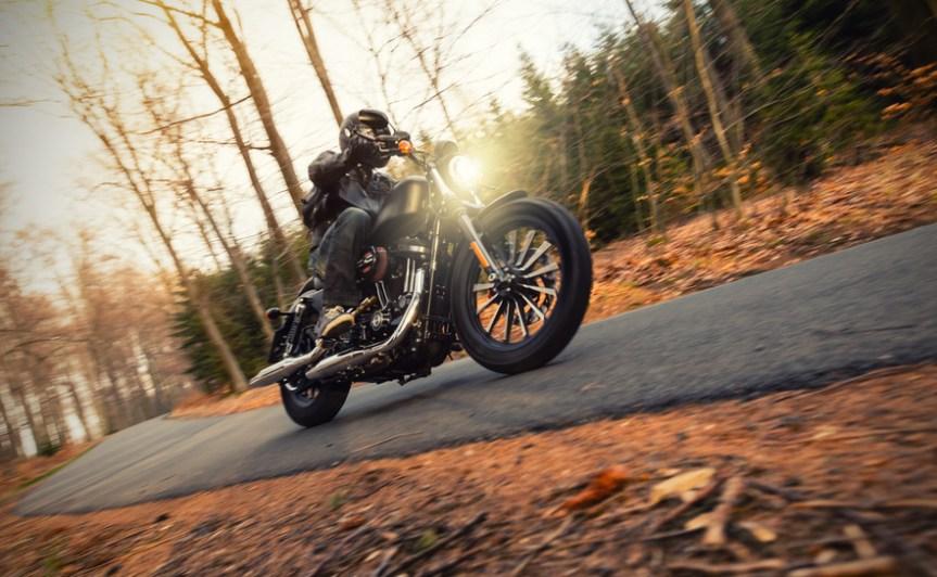 Herbst birgt viele Gefahren für Motorradfahrer!