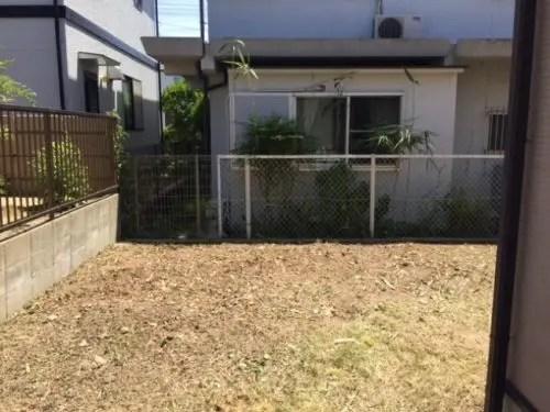 ジャングル化した庭の雑草を除去した後の庭 トリプルエス 大阪