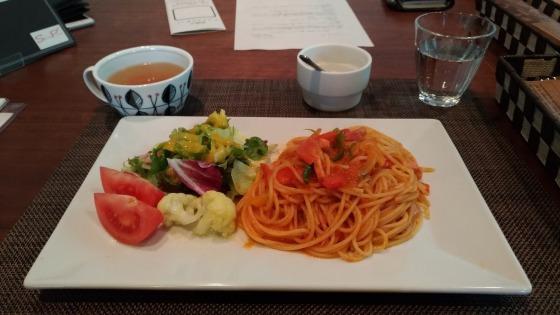 セルポワさんのベーコンとピーマンのトマトソース
