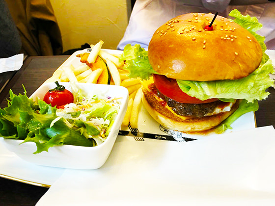 カフェシュエットのハンバーガー