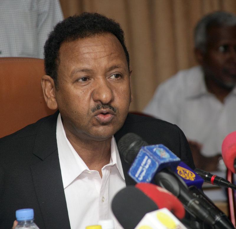 د.مصطفى عثمان يلتقى مفوض الإتحاد الأفريقي للبنى التحتية والطاقة والسياحة