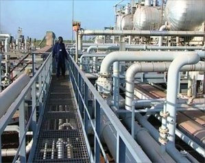 """%name """"النفط"""": لا تخفيض في كميات الجازولين والغاز"""
