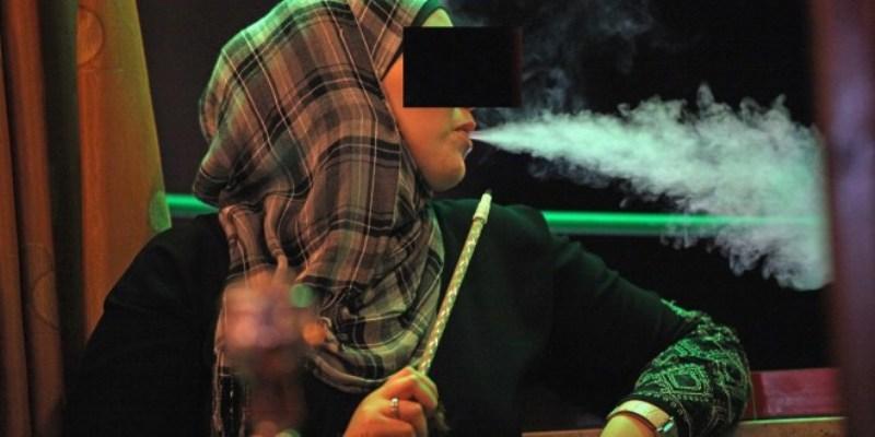 شيشة موبايل .. الدخان يتسلل من غرف النساء والشباب
