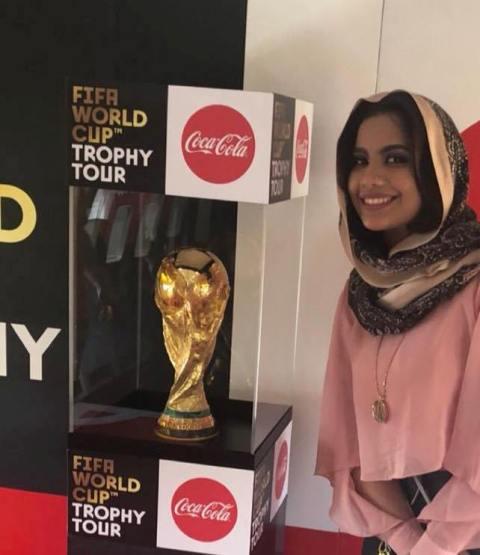 بالصور.. الحسناء لوشي بعد إستقبالها لكأس العالم: أنا فخورة فيك يا بلادي